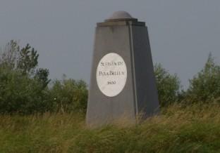 Obelisk op lunet 14 van de linie van Beverwijk