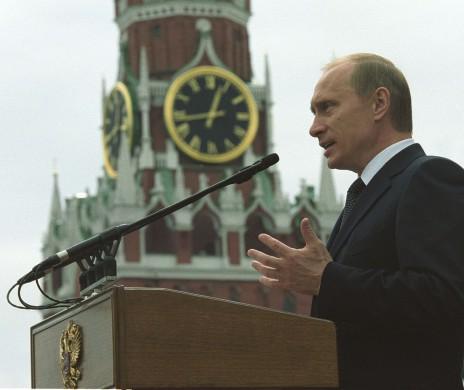 Vladimir Poetin tijdens een redevoering voor het Kremlin