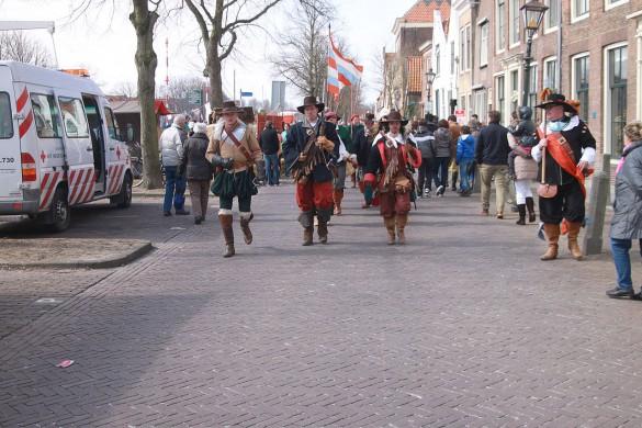 Historische figuranten tijdens de 1 april-feesten in Den Briel