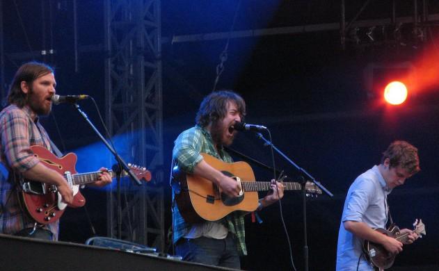 Folkband Fleet Foxes tijdens een optreden