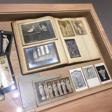 Enkele albums en folders met foto's voor commercieel gebruik uit de tijd van Joseph Cuypers.