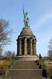 Monument voor de Germaanse held Arminius (Hermann) in het Teutoburgerwoud vlakbij Detmold.