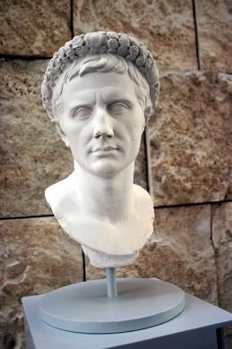 Gipsen afgietsel van een portret van Augustus
