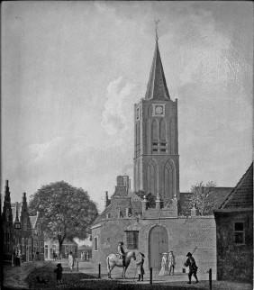 Gezicht in de Peperstraat naar de Koningsstraat met het groene poortje en de toren van de Grote of St. Aagtenkerk, omstreeks 1760