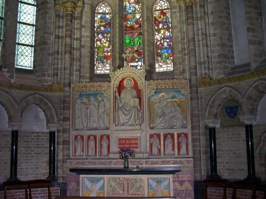 De Jozefkapel in de nieuwe Bavo te Haarlem met het altaar ontworpen door Joseph Cuypers en uitgevoerd door Johannes Maas (1896-circa 1898). Foto Stephan van Rijt 2008.