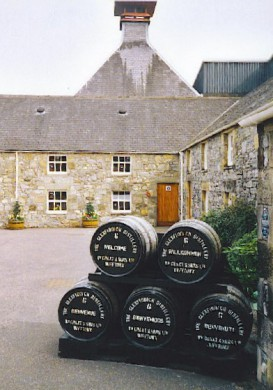 Glenfiddich Distilary Dufftown, by Colin Smith CC-BY-SA 2.0