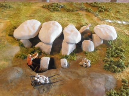 De bouw van een hunebed, Hunebedcentrum, Borger