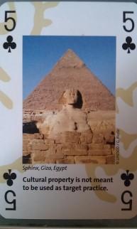 Een van de kaarten uit het kaartspel dat Joris Kila voor Defensie maakte. Het bevat aanwijzingen hoe om te gaan met cultureel erfgoed tijdens buitenlandse missies.