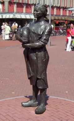 Kaasboerin, standbeeld in Gouda