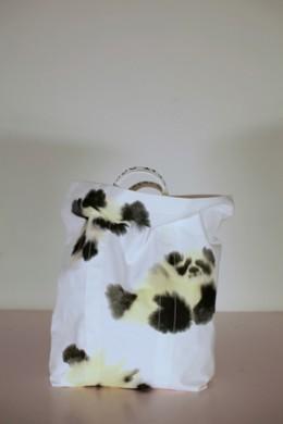 Witte tas met 5 (delen van) pandaberen in beige en zwart