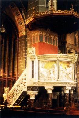 Het Cuypersgenootschap ontstond door de bedreiging van Cuypers' uitmonstering in de Servaaskerk van Maastricht, waarvan de preekstoel een van de topstukken vormde. Foto Wies van Leeuwen 1984.