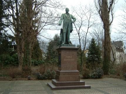 Monument ter ere van Friedrich Wilhelm Raiffeisen te Neuwied