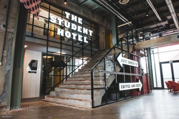 The Student Hotel in het Eiffelgebouw van het Sphinxcomplex te Maastricht na de restauratie. Jonathan Vos Photography 2017.