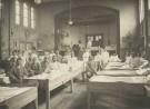 Servische soldaten in het Rode Kruis hulpziekenhuis, Schoonderloostraat in Rotterdam