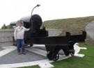 Rene Ros bij 24 cm geschut in Vesting Hellevoetsluis.