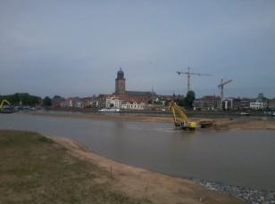 Graven van nevengeul voor Ruimte voor de Rivier in Deventer
